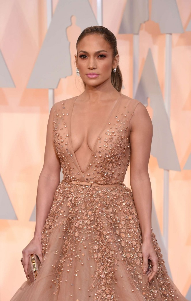 Jennifer Lopez In Elie Saab Couture At The 2015 Oscars