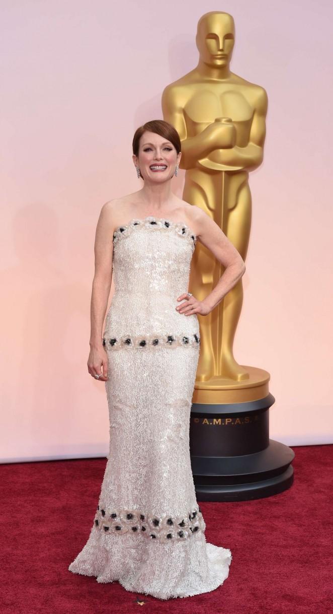 Julianne-Moore-2015-Oscars-03-662×1219