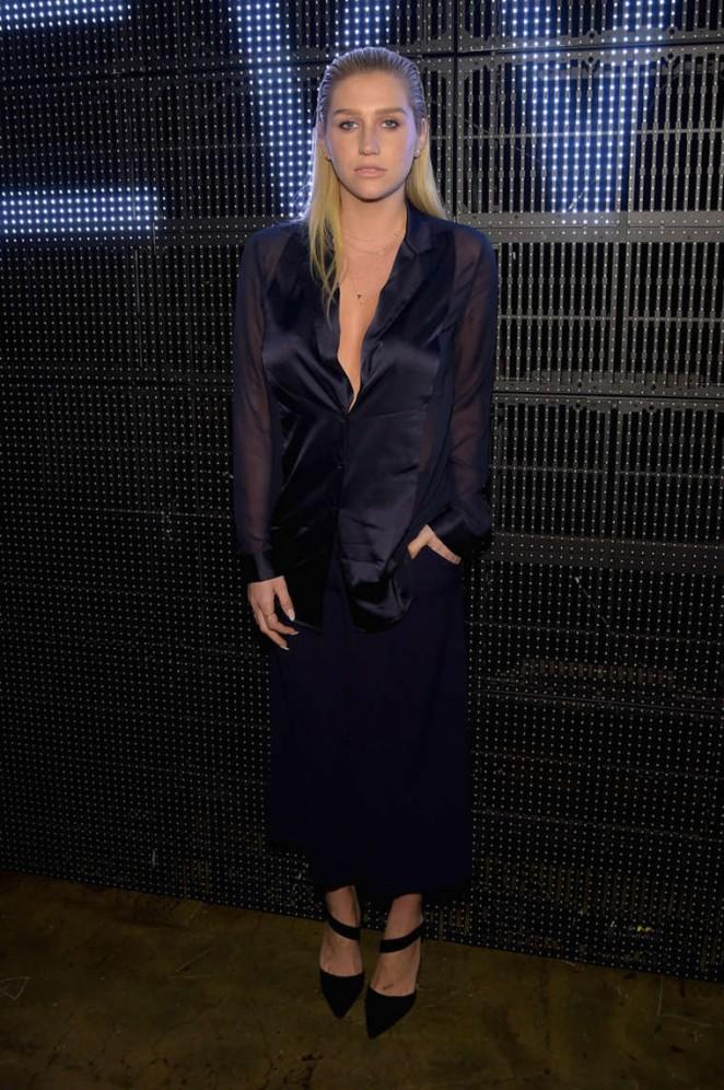 Kesha -DKNY Fashion Show-2015