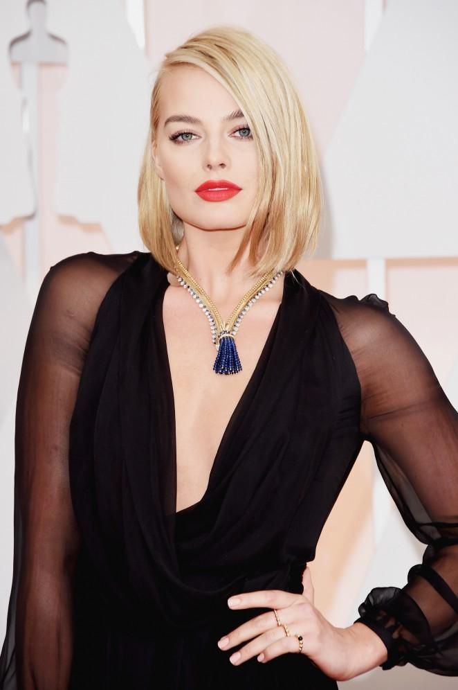 Margot-Robbie--2015-Oscars-