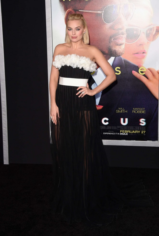 margot-robbie-giambattista-valli-couture-focus-la-premiere