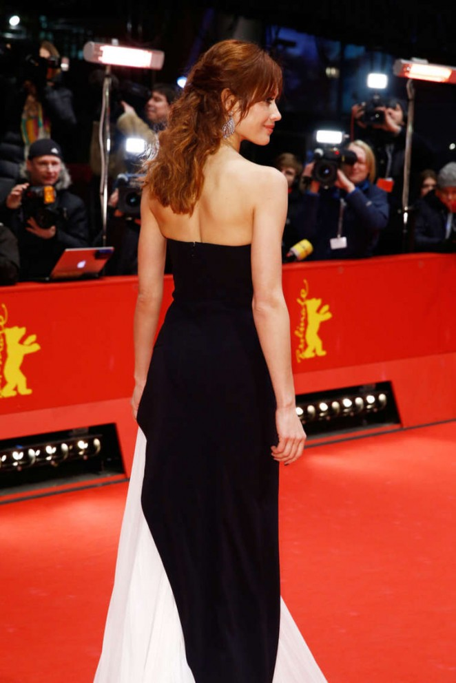Olga -Kurylenko- in- J. -Mendel -at- the -Berlinale -International -Film -Festival -Closing- Ceremony