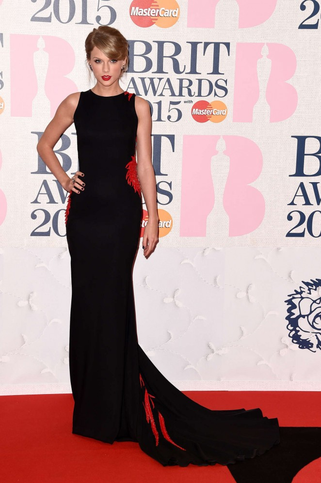 Taylor-Swift-2015-BRIT-Awards-35-662×994
