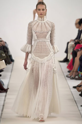 Valentino Haute Couture Sala Bianca 945 collection.