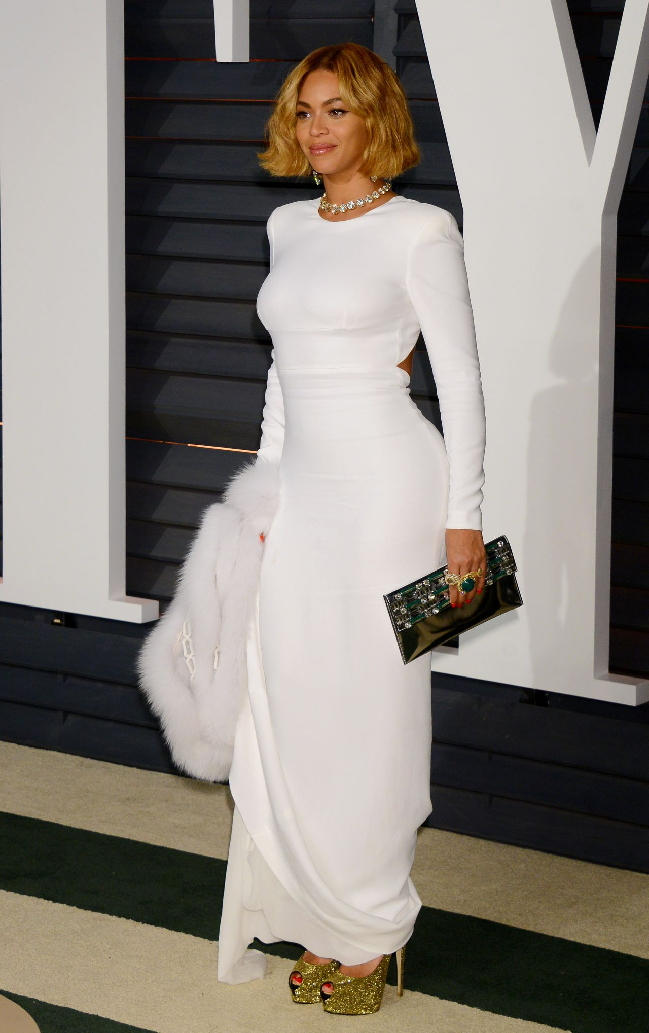 Beyonce- Knowles -in- STELLA- MCCARTNEY- at- the - 2015- Vanity- Fair- Oscar- Party
