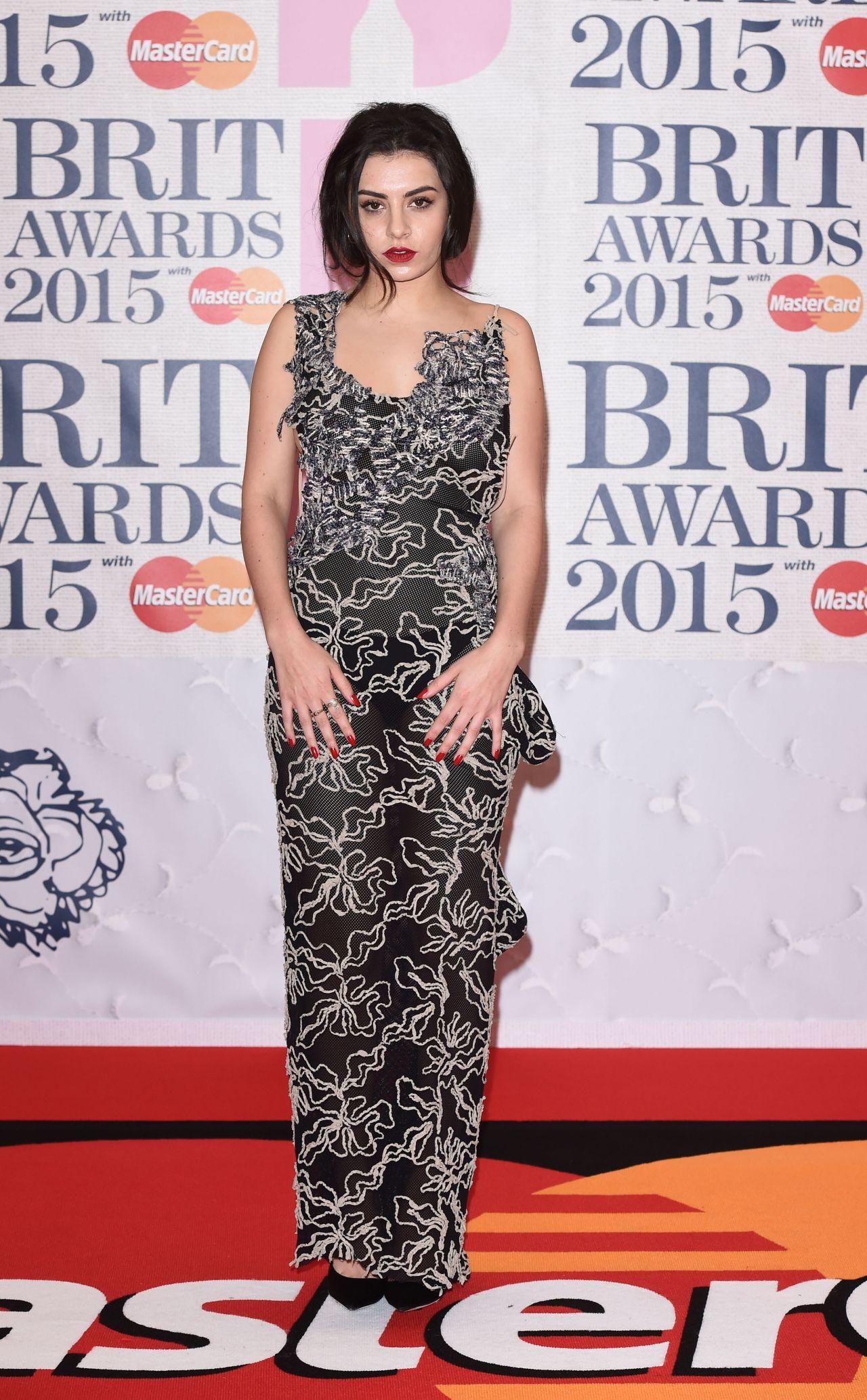 charli-xcx-2015-brit-awards-in-london_6