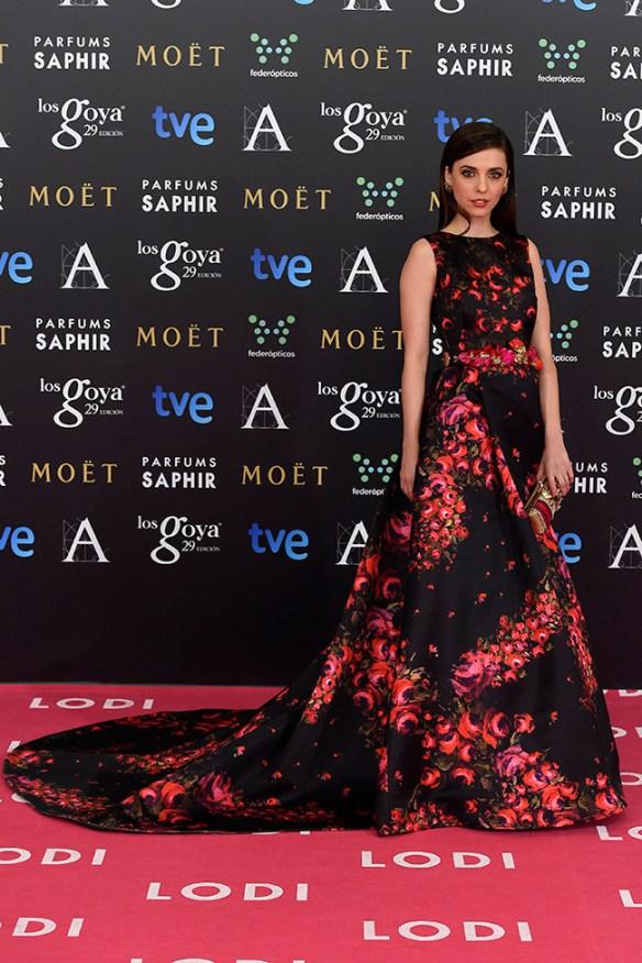 elblogdeanasuero_alfombra-roja-de-los-goya_leticia-dolera-dolores-promesas-negro-con-flores-rojas-1