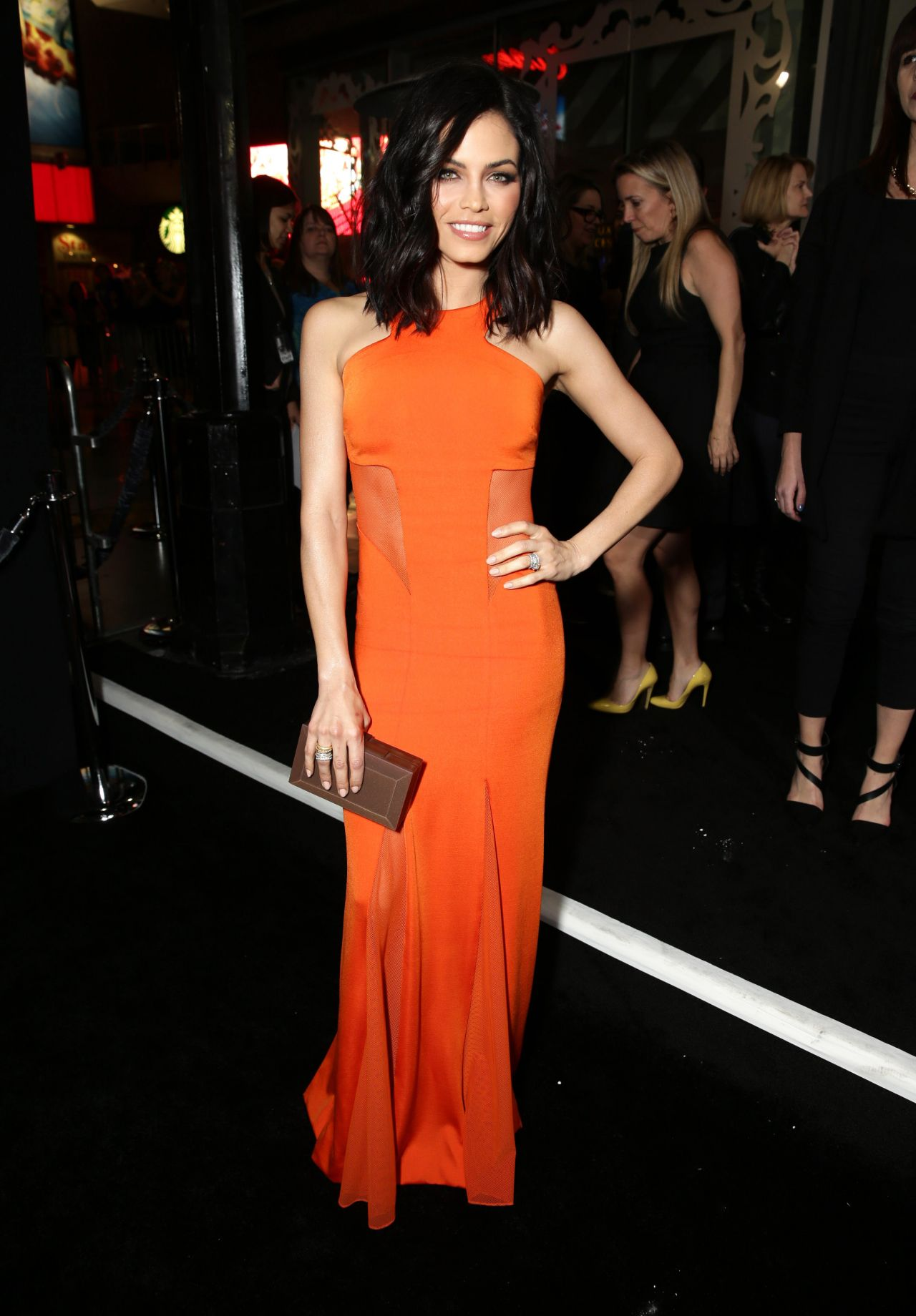 jenna-dewan-tatum-jupiter-ascending-premiere-in-hollywood_2