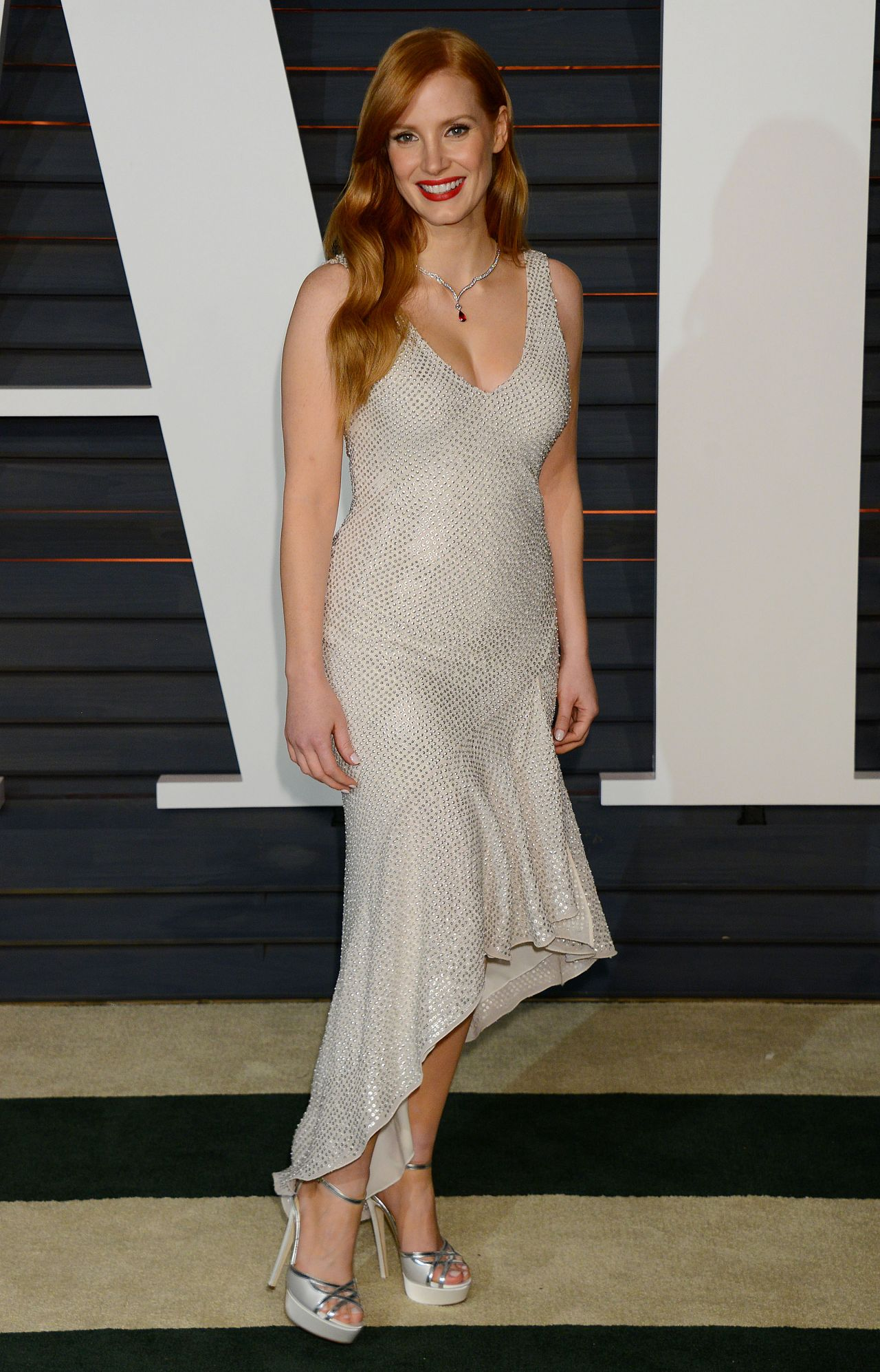 jessica-chastain-hm-conscious-collection-2015-vanity-fair-oscar-party