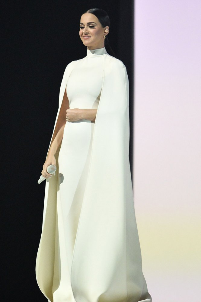 /katy-perry-valentino-couture-2015-grammy-awards-performance/