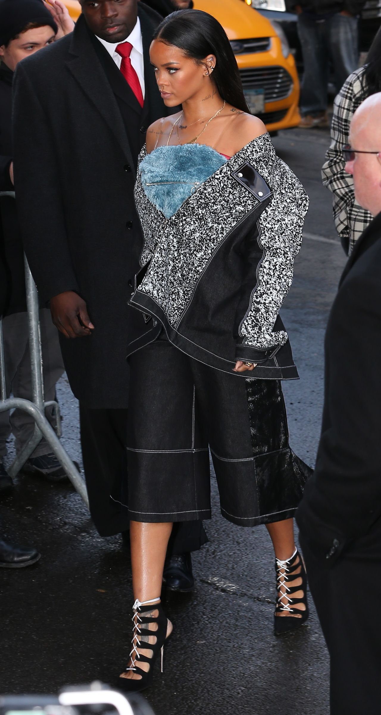 rihanna-fashion-arriving-at-kanye-west-s-fashion-show-in-new-york-city_1