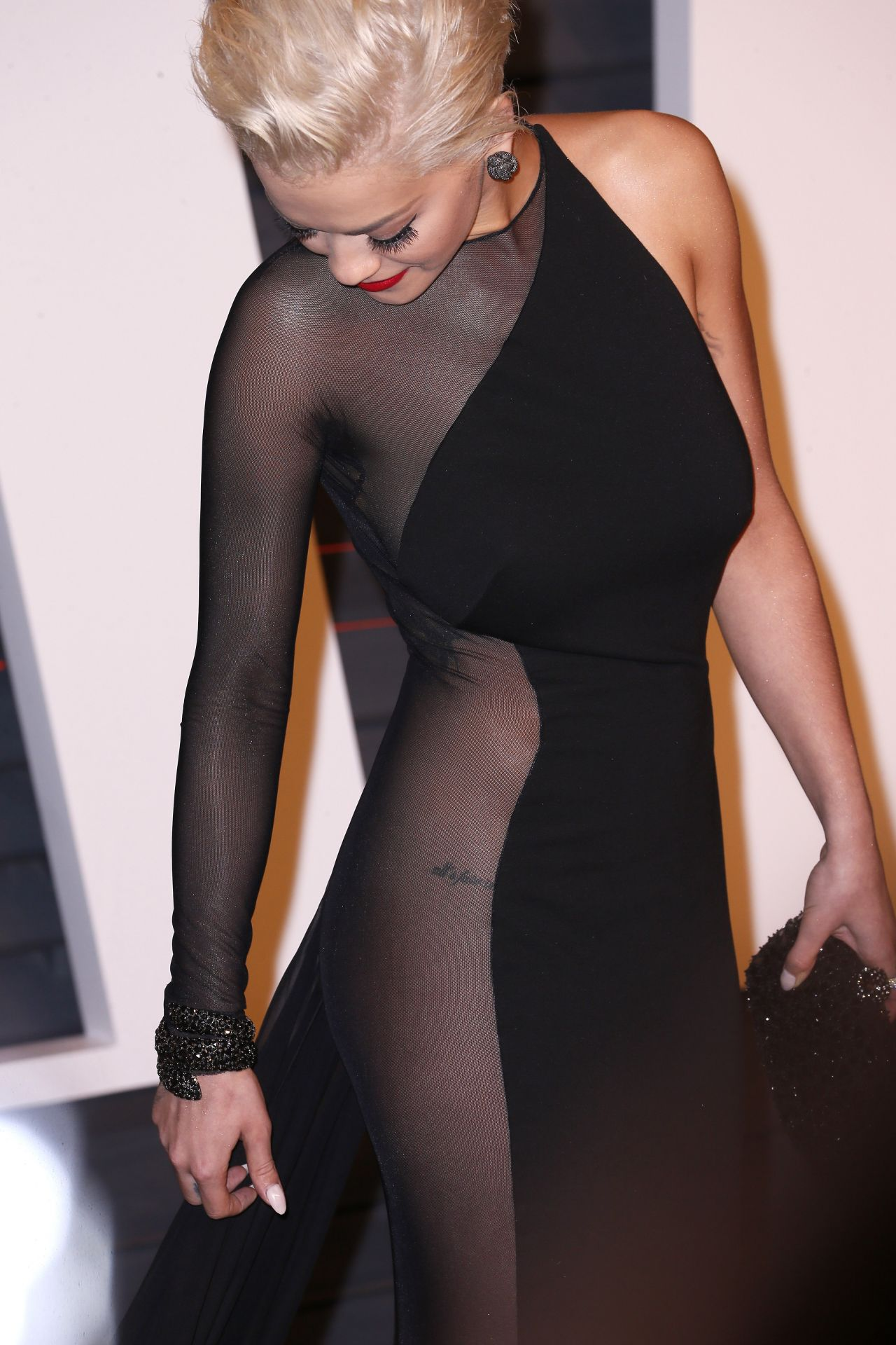 rita-ora-donna-karan-atelier-2015-vanity-fair-oscar-party