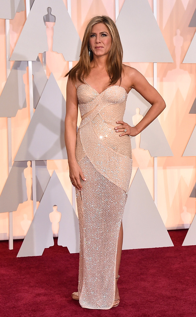 jennifer-anniston-oscars-red-carpet-2015
