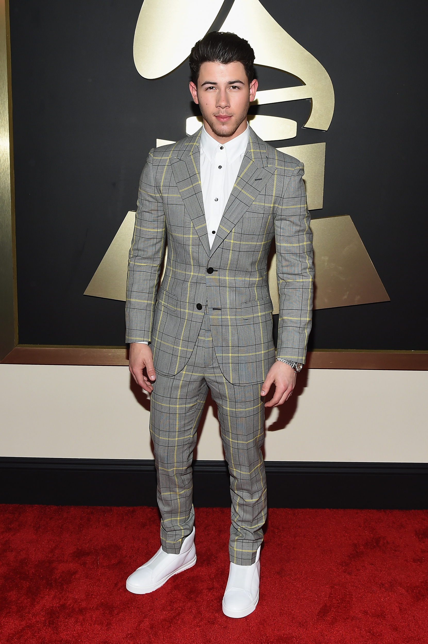 Nick-Jonas-In-Versace-at-the-57th-annual-grammy-awards-red-carpet