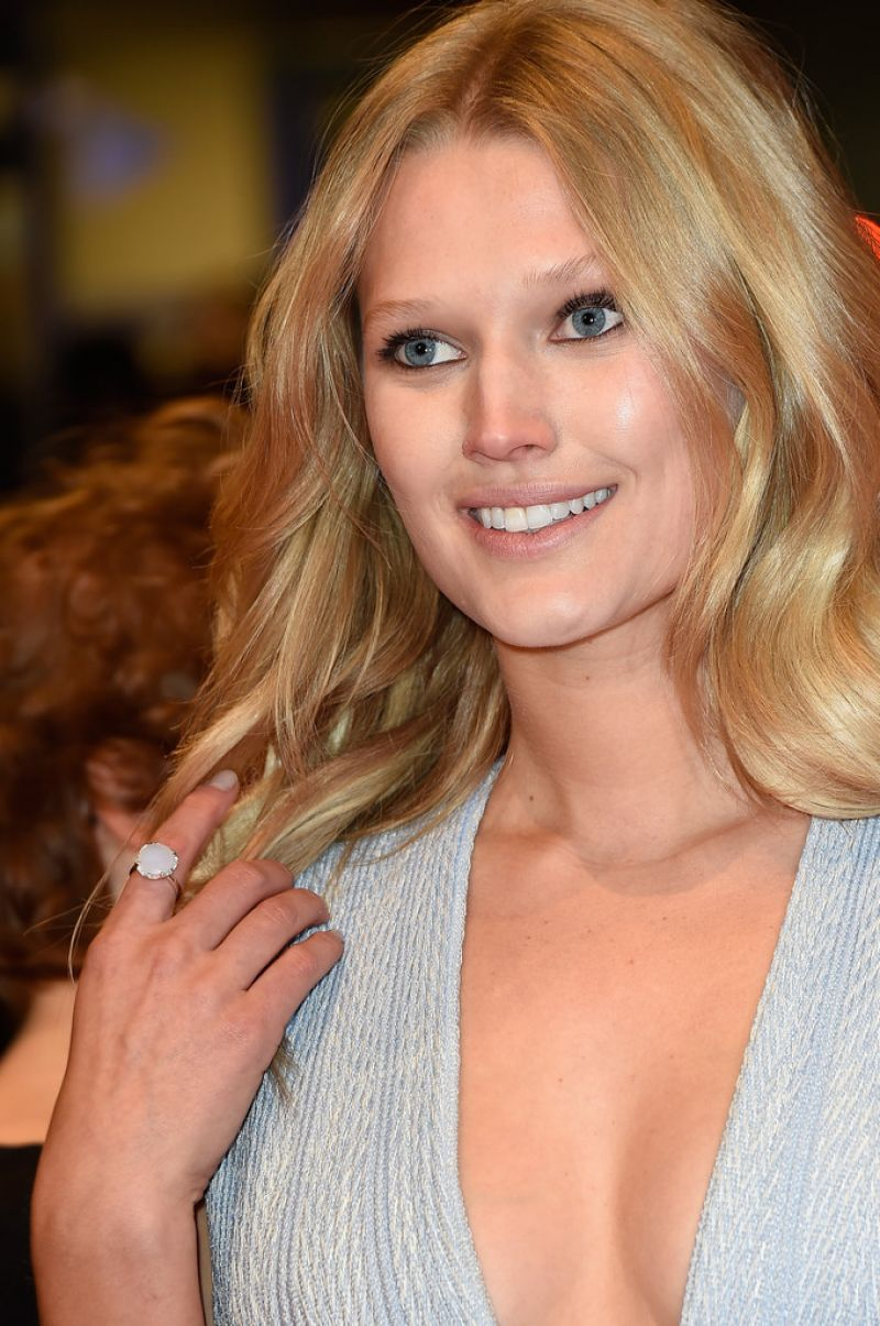 toni-garrn-nobody-wants-the-night-premiere-at-2015-berlinale-international-film-festival_2