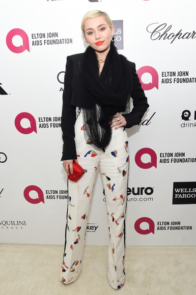 miley-cyrus-schiaparelli-couture-elton-johns-aids-foundations-oscar-viewing-party
