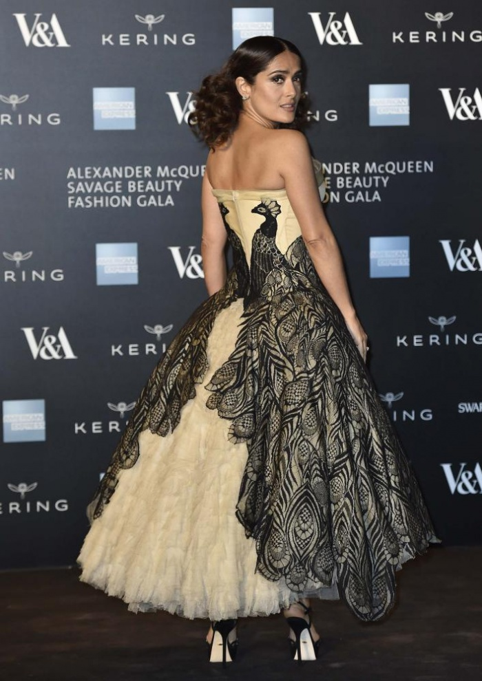 salma-hayek-in-alexander-mcqueen-alexander-mcqueen-savage-beauty-exhibition-private-v