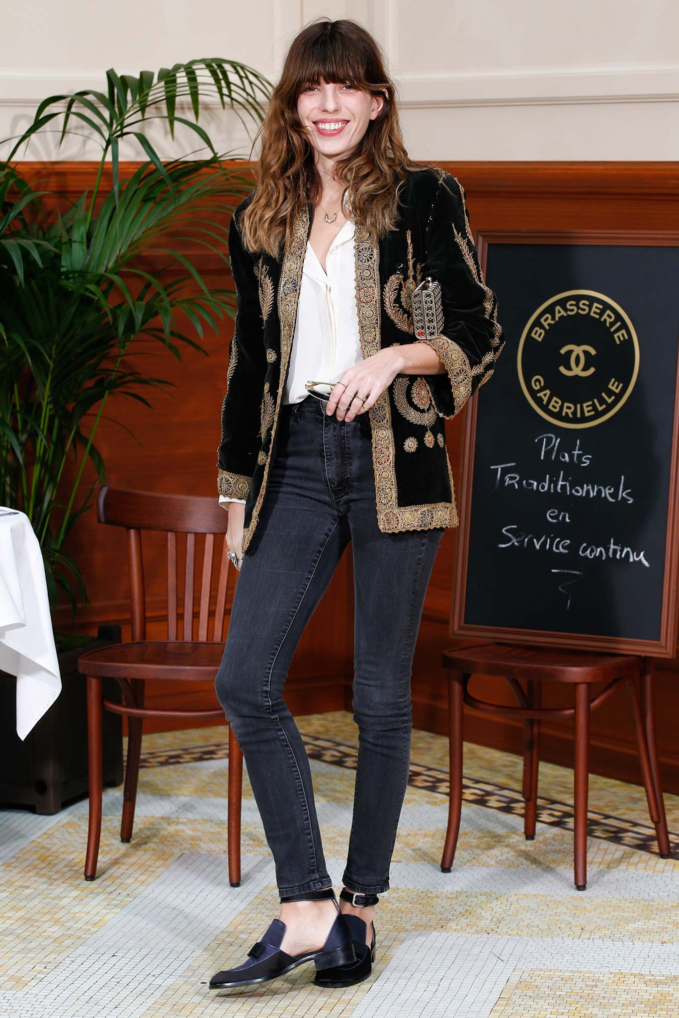 Lou -Doillon-Chanel-Fall-2015-Front-Row