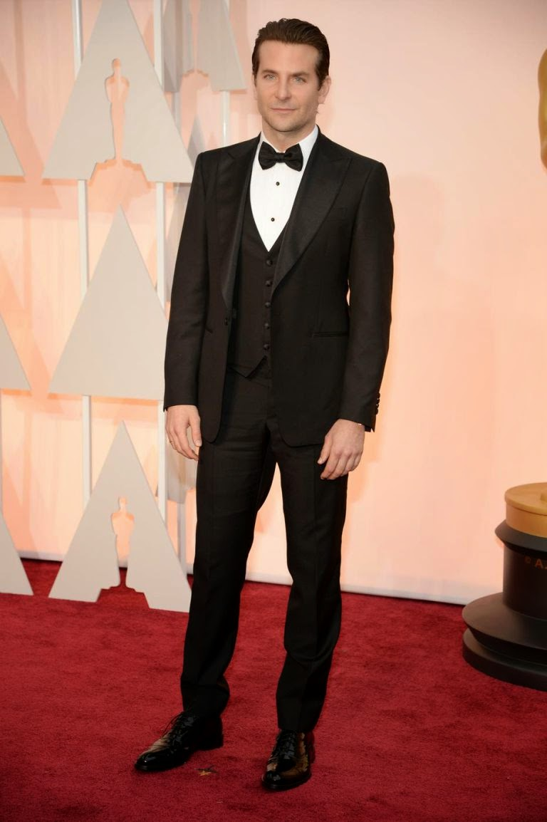 Bradley Cooper in Barry Manilow -Oscars-2015