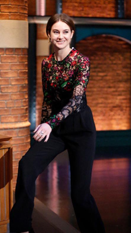 Shailene-Woodley-In-Elie-Saab-Late-Night-with-Seth-Meyers