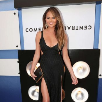 Chrissy-Teigen-The-Comedy-Central-Roast-Of-Justin-Bieber-13-662×950