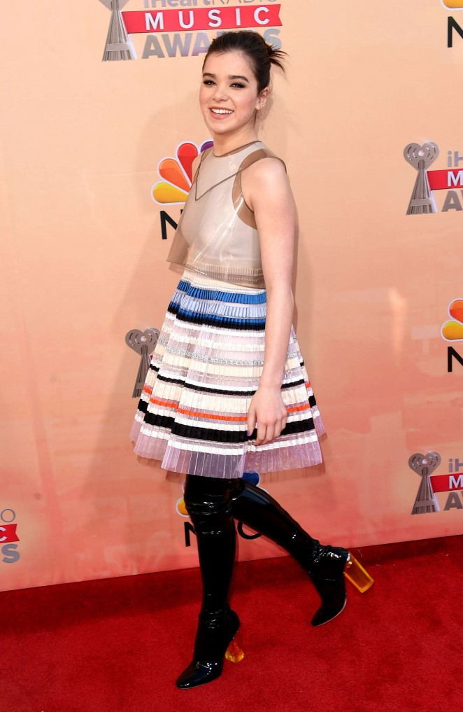 hailee-steinfeld-in-christian-dior-couture-2015-iheartradio-music-awards
