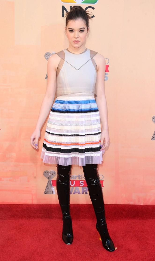 Hailee-Steinfeld-2015-iHeartRadio-Music-Awards-32-662×1108