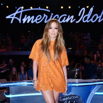 Jennifer-Lopezs-American-Idol-Valentino-Orange-Lace-Dress-and-Versace-Satin-Sandals-1