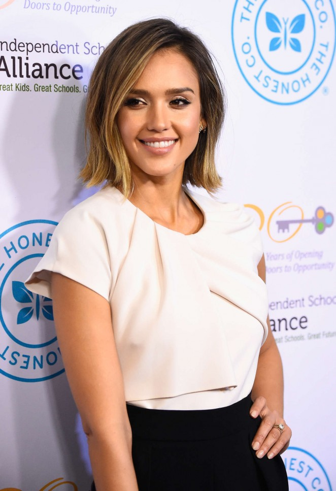 http://www.redcarpet-fashionawards.com/2015/03/19/jessica-alba-in-max-mara-the-independent-school-alliance-for-minority-affairs-impact-awards-dinner/