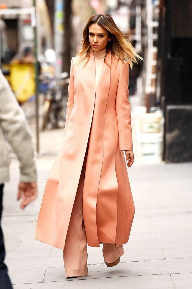 Jessica-Alba-Out-in-Manhattan-01-662×993