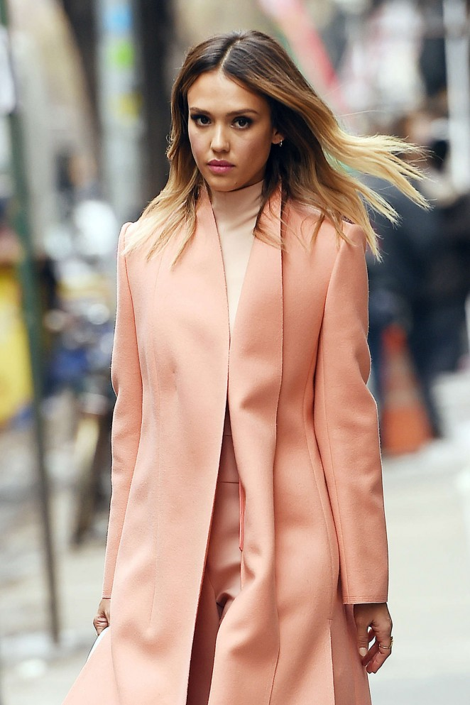 jessica-alba-in-narciso-rodriguez-out-in-new-york-city