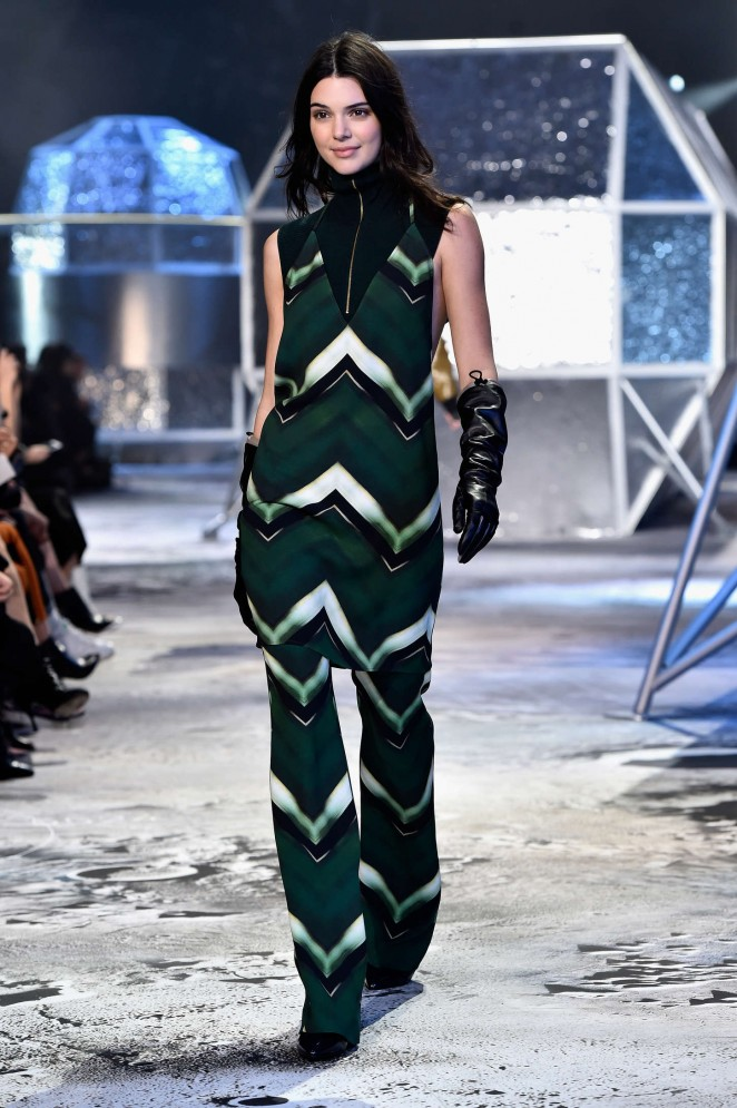 Kendall-Jenner--H-M-Fashion-Show-2015