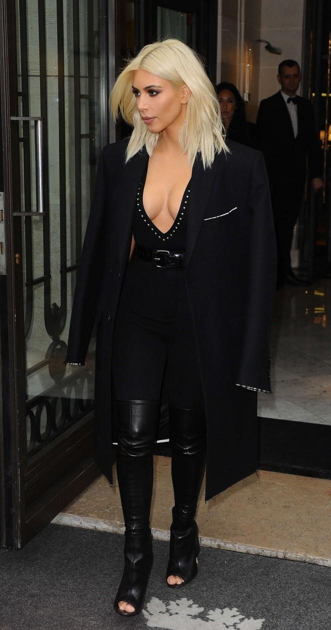Kim-Kardashian-in-Black-Out-in-Paris-02-662×1260