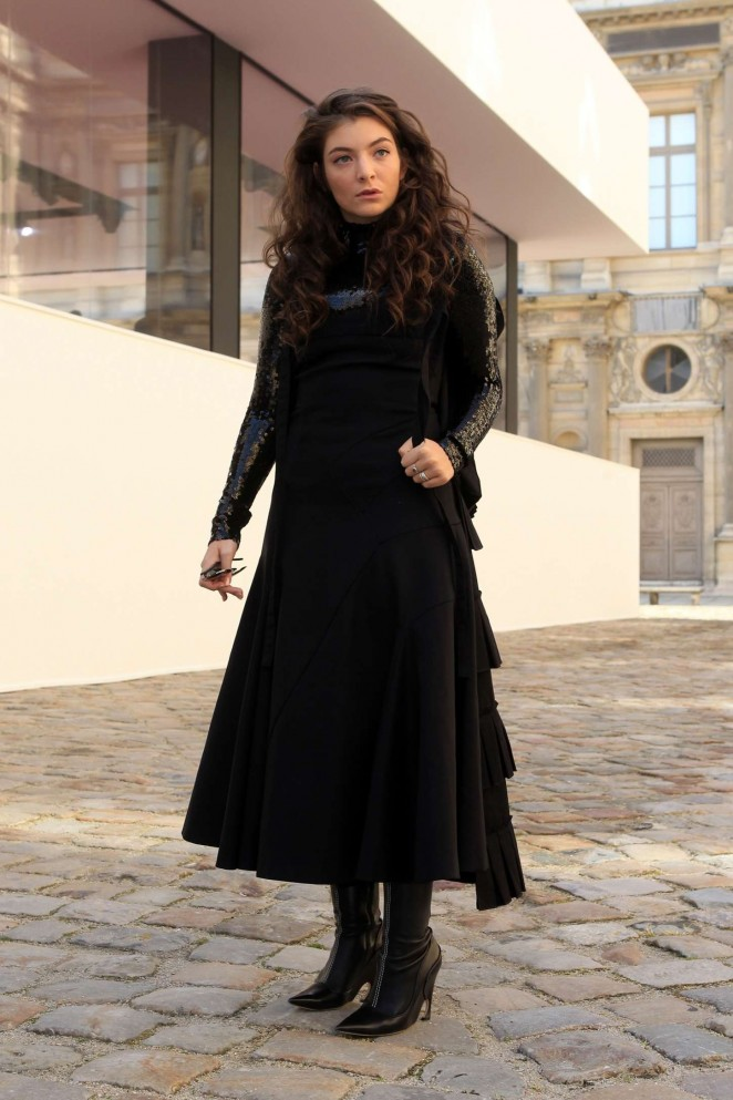 Lorde-Arriving-for-Christian-Dior-Fashion-Show-2015-01-662×993