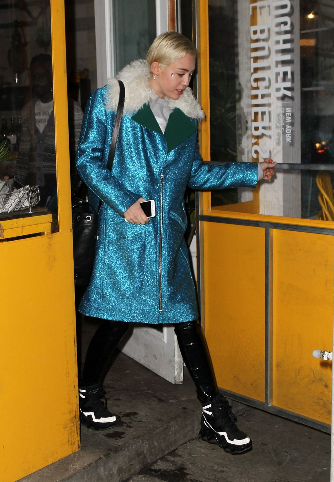Miley-Cyrus-street-style-March-5