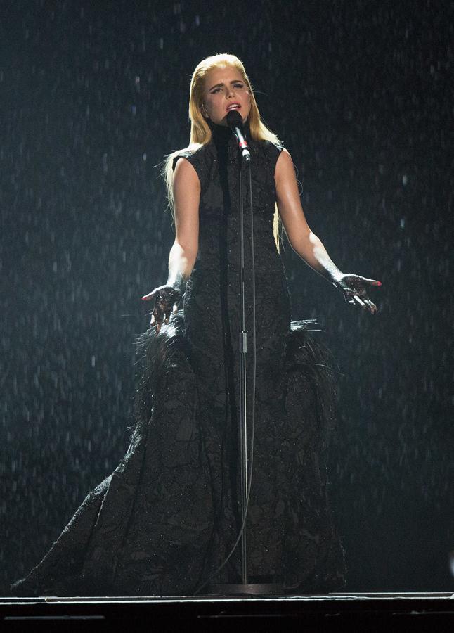 Paloma-Faith-gown-2015-Brit-Awards-performance-2
