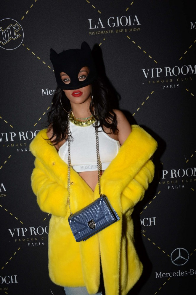 Rihanna -at -the- VIP -Room- of -Moschino -show -during- Paris -Fashion -Week Ready- to -Wear -Fall- Winter- 2015/16