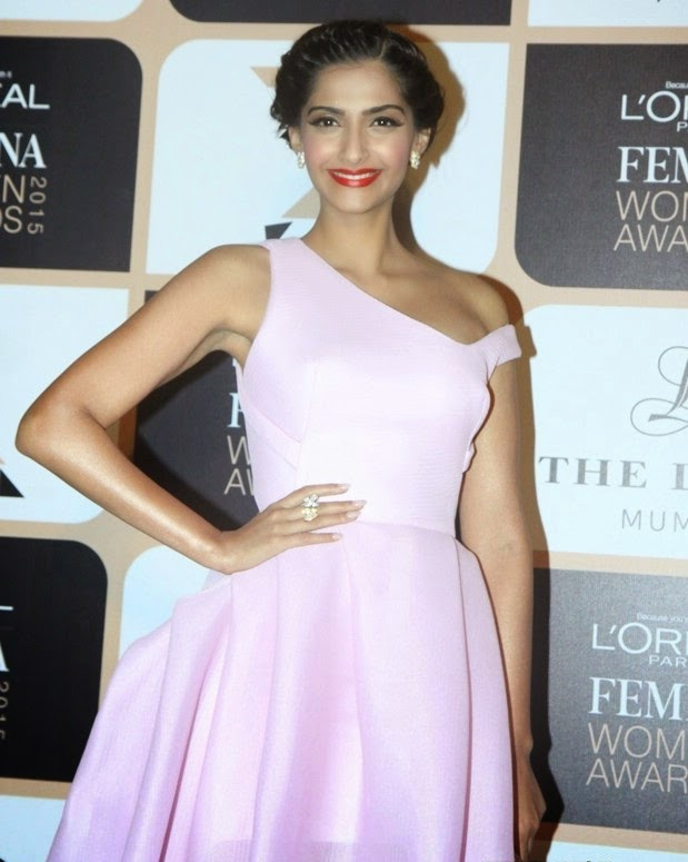 sonam-kapoor-in-maticevski-loreal-paris-femina-women-awards/