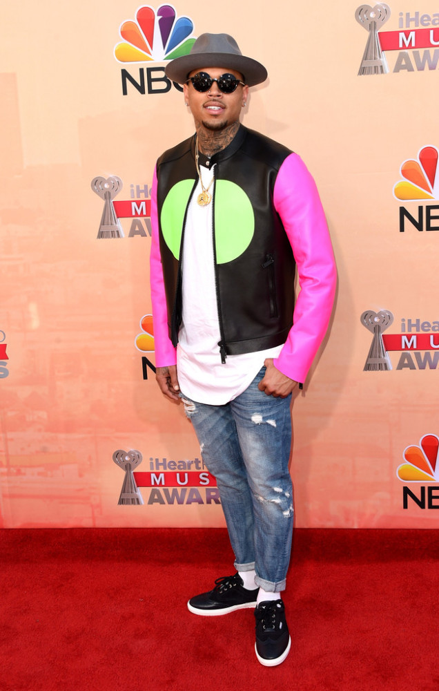 Chris-Brown-in-Dsquared²-at-the-iHeartRadio-Music-Awards