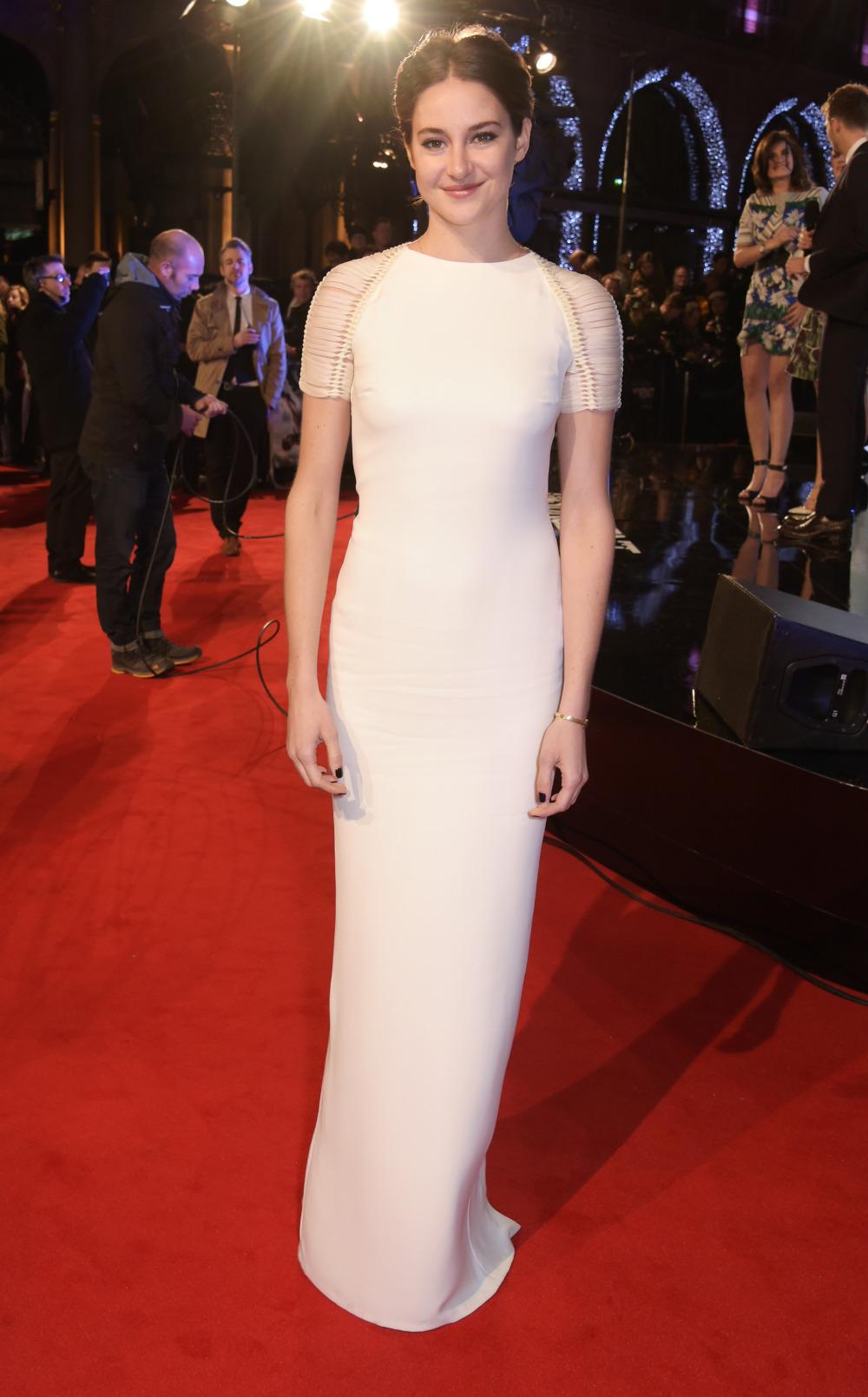 Shailene-Woodley-In-Ralph-Lauren-Collection–'Insurgent'-World-Premiere