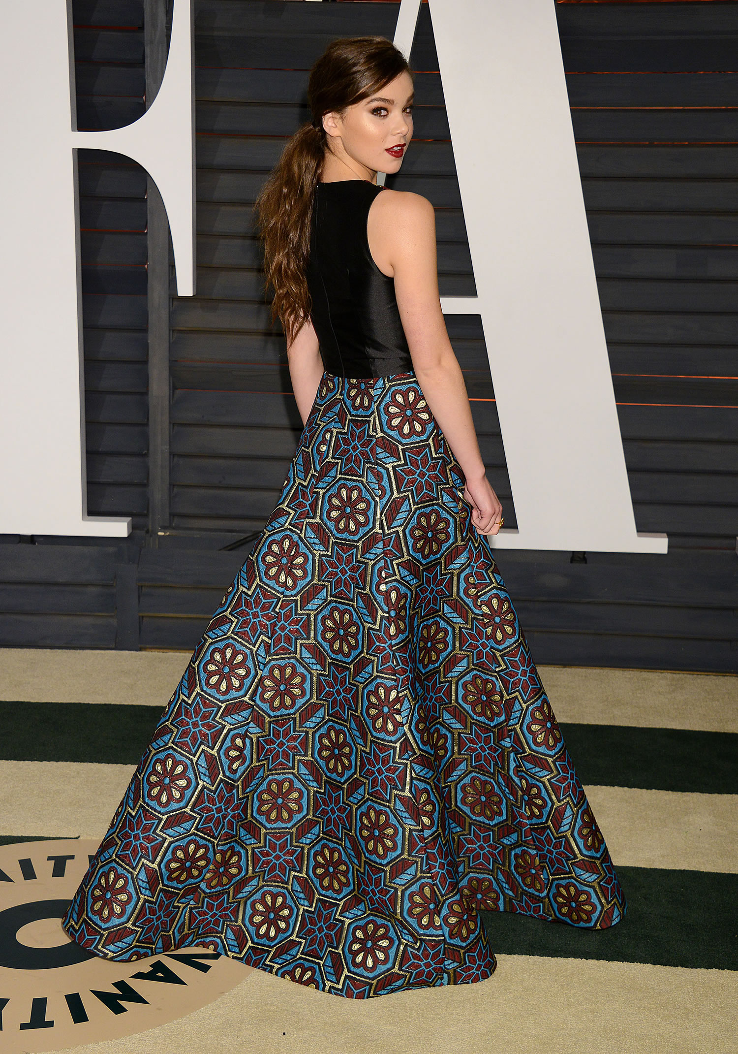 hailee-steinfeld-andrew-gn-2015-vanity-fair-party