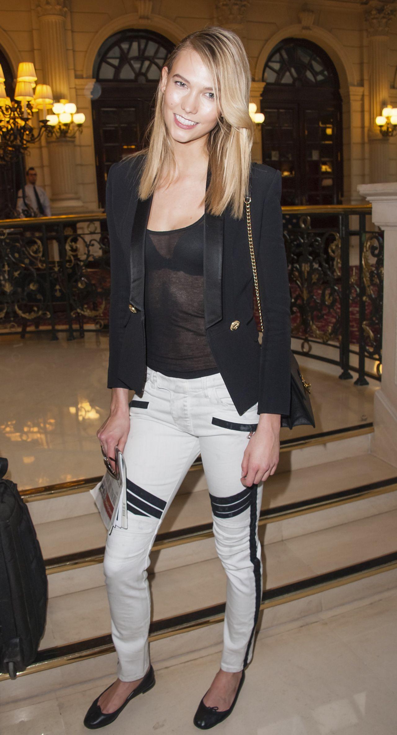 karlie-kloss-casual-outfit-balmain-fashion-show-in-paris-march-2015_1