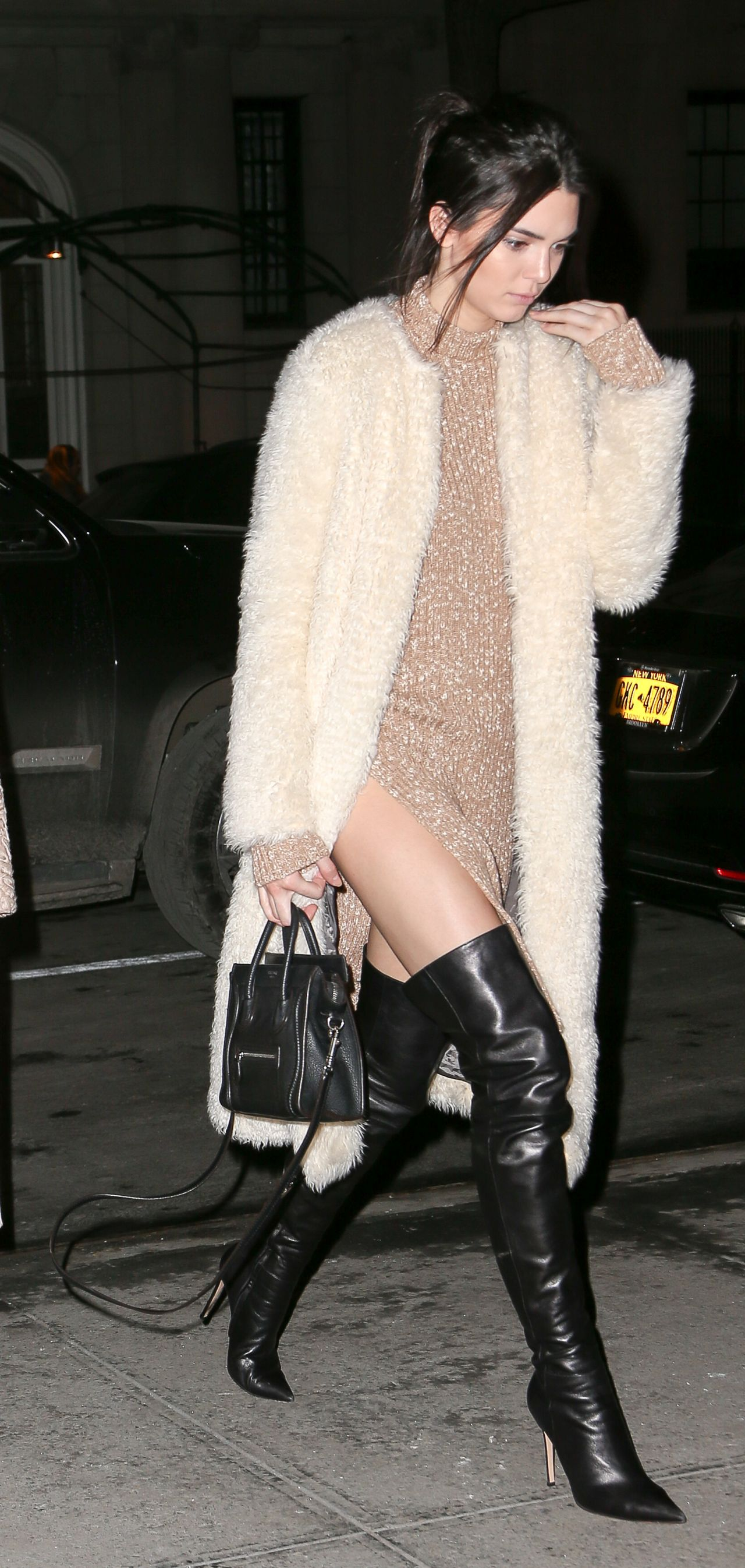 kendall-jenner-arrives-at-her-hotel-in-new-york-february-2015_