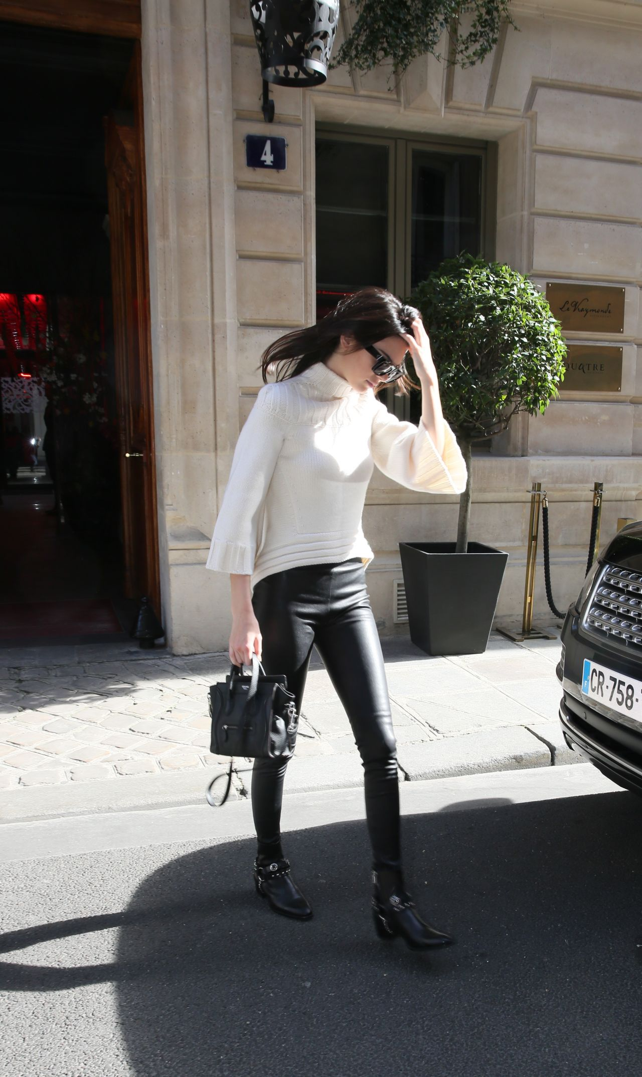 kendall-jenner-leaving-the-celine-s-store-to-go-to-the-buddha-bar-in-paris-march-2015_