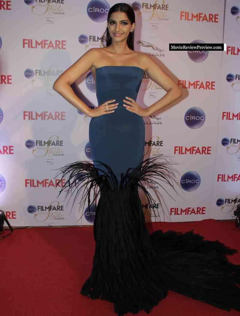 sonam-kapoor-in-jean-louis-sabaji-2015-filmfare-awards