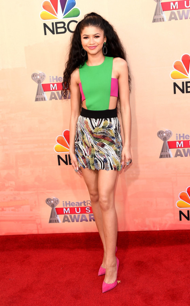zendaya-2015-iHeartRadio-Music-Awards-NBC-Arrivals-nvqYvov16cDx-621×1000