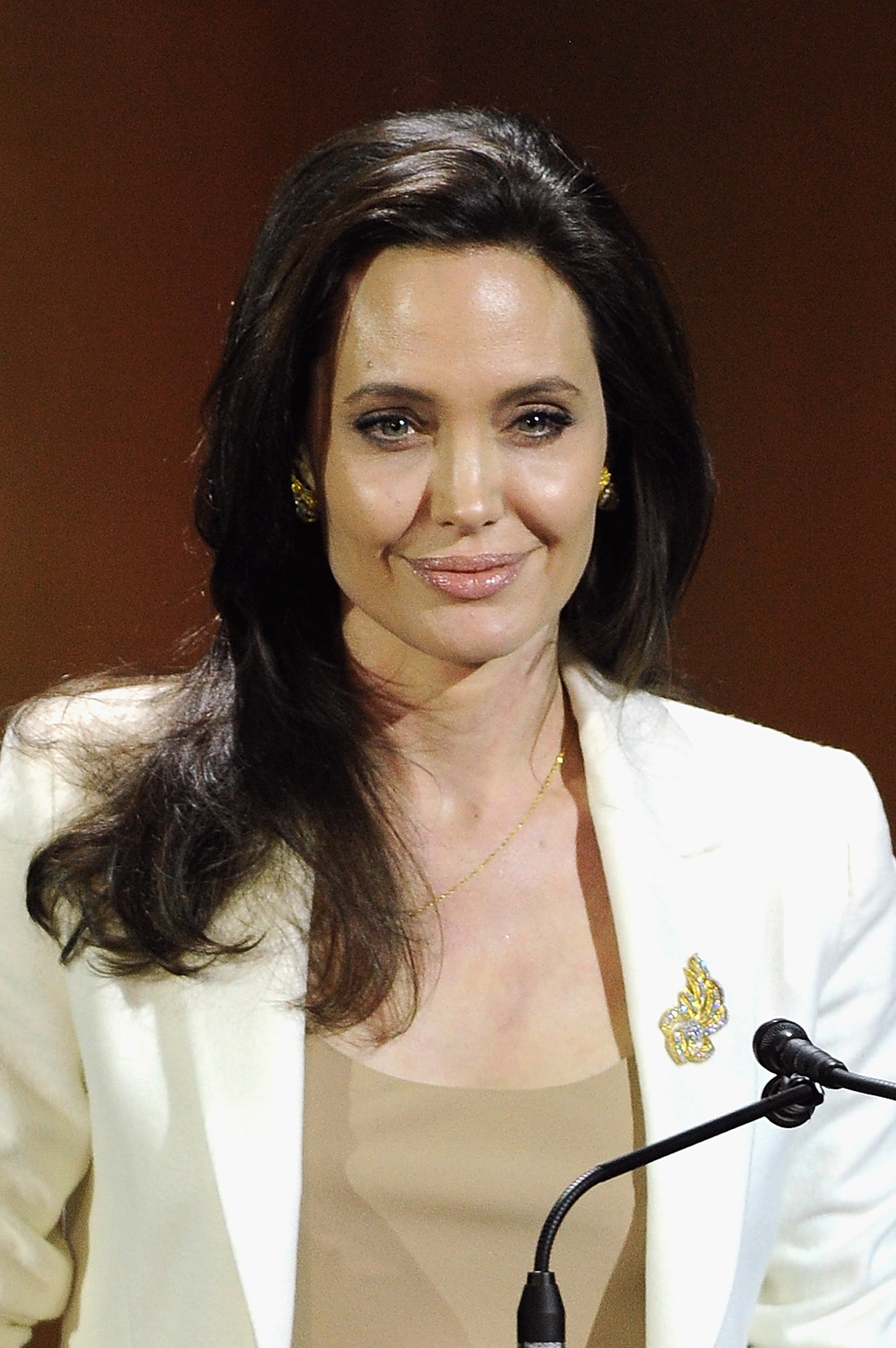 Angelina-Jolie-in-Laura-Basci-at-the-Women-In-World-Summit