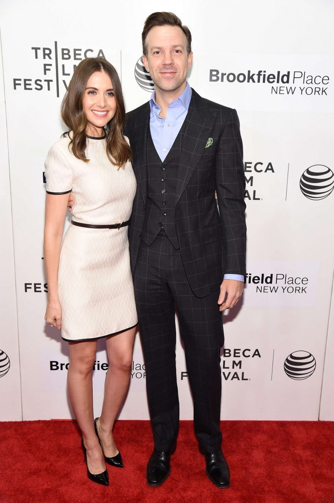 Alison-Brie-Jason-Sudeikis-Sleeping-With-Other-People-Movie-Premiere-Tribeca-Film-Festival-Red-Carpet-Fashion-Valentino-