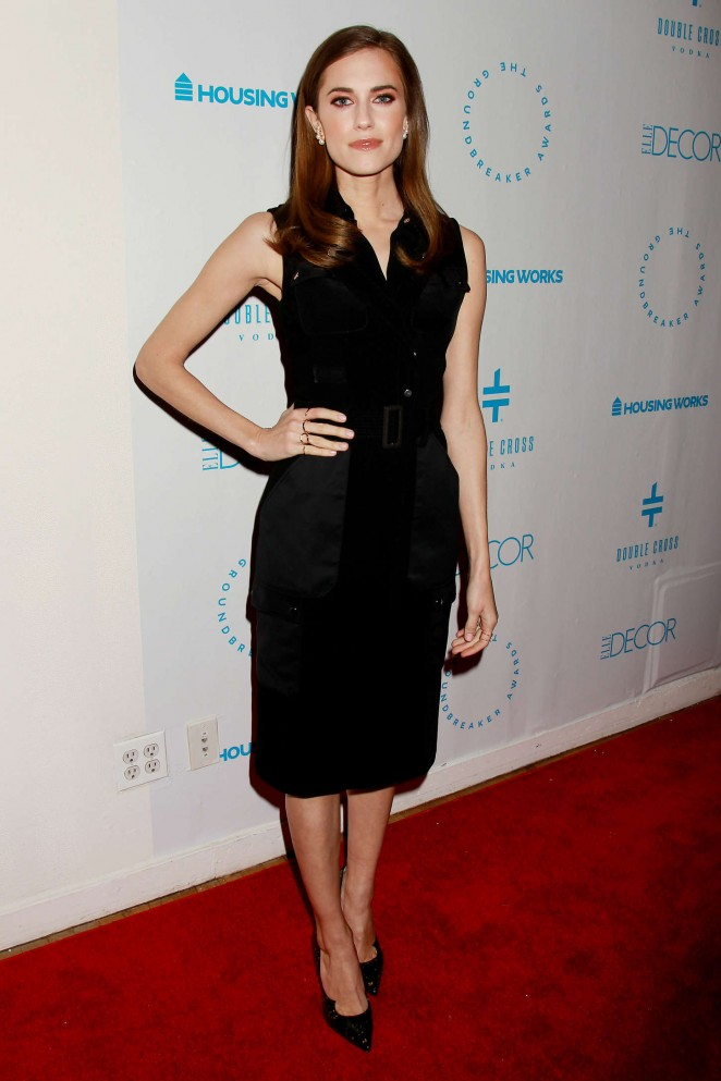 Allison-Williams-Housing-Works-2015-Groundbreaker-Awards-Dinner-02-662×993