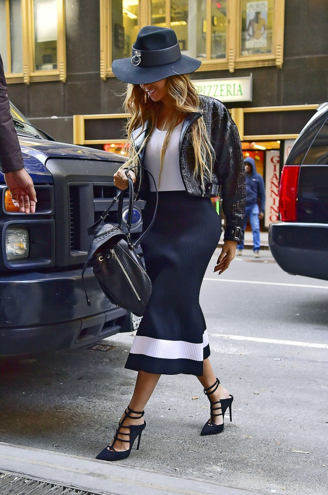 Beyonce--Out-and-about-in-NYC